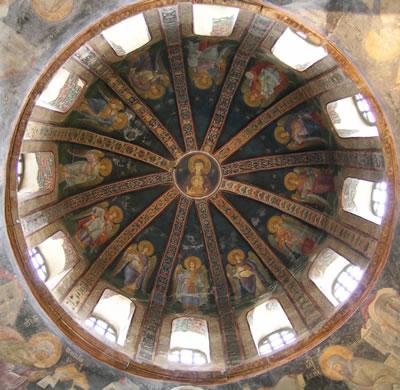 <p><strong>1.</strong> Parekklesion kubbesi, Meryem ve çocuk İsa  etraflarında meleklerle görülmektedir, 15.04.2009.<br /> Fotoğraf:  Mine Esmer<strong></strong></p>
