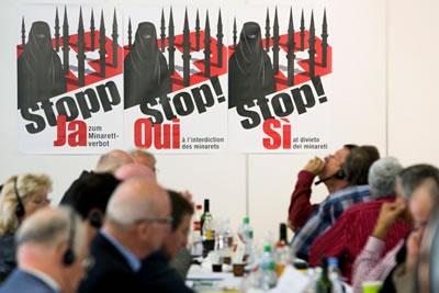 <p><strong>1. </strong>İsviçrede halk  oylaması. Konu, peçe ve minare yasağı.</p>