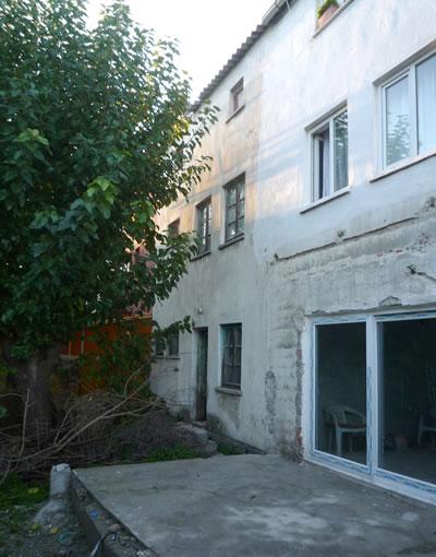 <p><strong>14.</strong> İki Kat+Çatı Katlı Sıra Evler, Arka  Cephe, 2009</p>