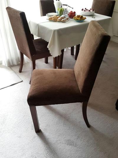 <p><strong>Resim  14. </strong>Yemek masasına  ait sandalye, 2015</p>