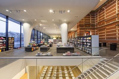 <p><strong>14.</strong> Bağlayıcı eleman olarak merdivenler<br />   Fotoğraf: Jannes Linders,  Kaynak: Benthem Crouwel Architects</p>