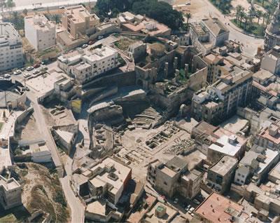 <p><strong>14. </strong>Cartagena Roma  Tiyatrosu kazı aşamasında, 1997.<br />   Kaynak:  Museo del Teatro Romano de Cartagena</p>