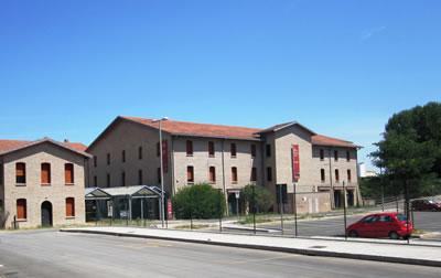 <p><em>Resim 15.Müze ve batısında yer alan eğitim</em> <em>merkezi,  2012.