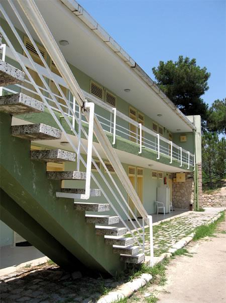 Resim 15. Çanakkale Tusan Motel, konaklama birimleri giriş cephesi, 2010 (Kaynak: Savaşır Arşivi)