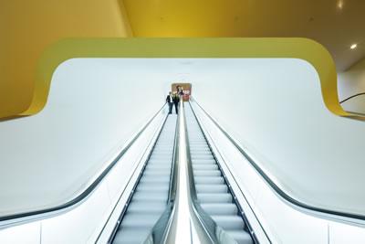 <p><strong>15.</strong> Yürüyen merdiven kovası içinden görünüş<br />   Fotoğraf: Jannes Linders,  Kaynak: Benthem Crouwel Architects</p>