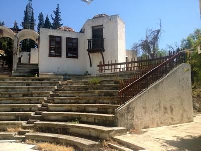 <p><strong>Resim 15.</strong> Amfi tiyatronun günümüzdeki hali<br />   Fotoğraflar:  Burcu Taşcı</p>