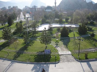 16. Günümüzde İstasyon binasından İstasyon Caddesi. (Kaynak: Haştemoğlu, 2011)