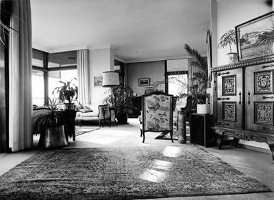 <p><strong>16. </strong>Kaplancalı  Apartmanı iç mekânı (giriş kısmı)<br />  Kaynak:  Mimarlar Odası İstanbul Büyükkent  Şubesi, Şener Özler Arşiv ve Dokümantasyon Merkezi, Maruf Önal Arşivi</p>