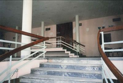 <p><strong>16. </strong>Ana merdivenden birinci kata bakış, 1996 öncesi,  ikinci dönem<br />   Kaynak:  Viron Anas</p>