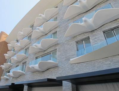 16. Bir apartman cephesi