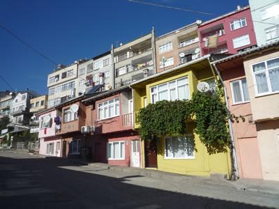 <p><strong>17.</strong> Çarşı Mahallesi&rsquo;ndeki apartman  uygulamaları, 2009</p>