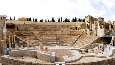 <p><strong>17. </strong>Cartagena Roma  Tiyatrosu restorasyonu, 2009 civarı (Tasarım: Rafael Moneo, 2008).<br />  Kaynak:  Museo del Teatro Romano de Cartagena</p>