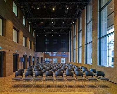 <p><strong>17.</strong> Toplantı Salonu<br /> Fotoğraf: Cemal Emden</p>