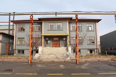 <p><strong>17. </strong>TÜDEMSAŞ kampüsü idari bina, 2019 <br />   Kaynak: Gülhayat  Ağraz arşivi</p>