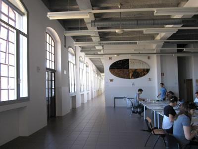 <p><em>Resim 17c. Venedik Üniversitesi  Mimarlık Fakültesi olarak kullanılan eski pamuk fabrikası, </em>Fotolar: Şeyda Güngör  Açıkgöz, 2012.</p>