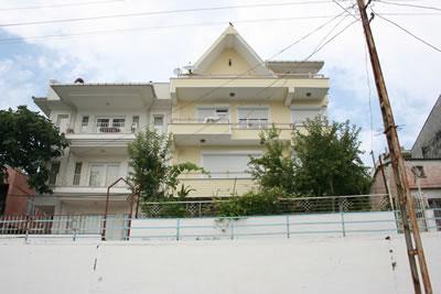 <p><strong>18.</strong> Gerze Limanı&rsquo;na bakan apartmanlar,  2009</p>