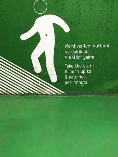 <p><strong>19. </strong>Yönlendirme-Merdiven<br />  Fotoğraf: Deniz Güner</p>