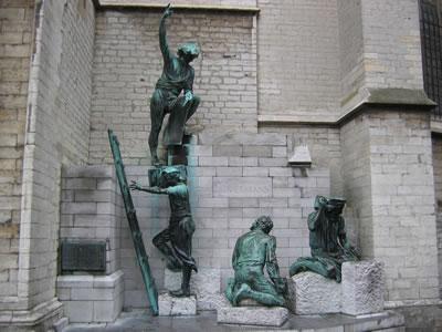 <p><strong>1a.</strong> Anvers  Katedrali nin mimarı Pieter Appelmans ve babası Jan Appelmans ile rönesans  dönemi mimarı Filippo Brunelleschi nin heykelleri</p>