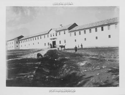 <p><strong>1b. </strong>Hamidiye Kışlası, 1940.<strong></strong><br /> Kaynak:  Demir, 2016, s.567. </p>