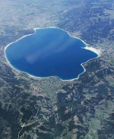 <p><strong>1b. </strong>Salda Gölü ve yakın çevresi<strong></strong></p>