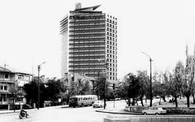 <p><strong>1b.</strong> Koruyamadığımız  modern mimarlık mirası yapılar: AKM, Büyük  Ankara Oteli, İnönü Stadyumu, Ankara Havagazı Fabrikası, Karşıyaka Atatürk  Zübeyde Hanım ve Kadın Hakları Anıtı, Balıkesir Kervansaray Oteli, Çubuk Baraj  Gazinosu </p>