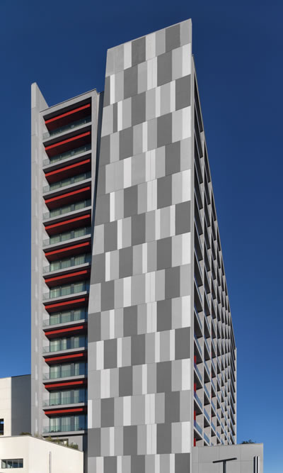 <p><strong>1b.</strong> Hyatt House, Gebze, Mimarı: Cem  Sorguç<br />   Fotoğraf: Cemal Emden</p>