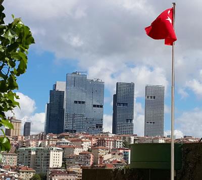 <p><strong>2.</strong> Mecidiyeköydeki eski Ali Sami Yen Stadı alanındaki  yoğun ve yüksek yapılaşma<br />  Fotoğraf: Doğan Hasol</p>