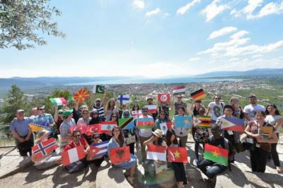 <p><strong>2.</strong> UNESCO Dünya Mirası Gençlik Forumu katılımcıları İznik&rsquo;in Abdülvahap Tepesi&rsquo;nde, 6 Temmuz  2016 <br />  Kaynak:  Bursa Alan Başkanlığı / Can Altun Çıblak</p>