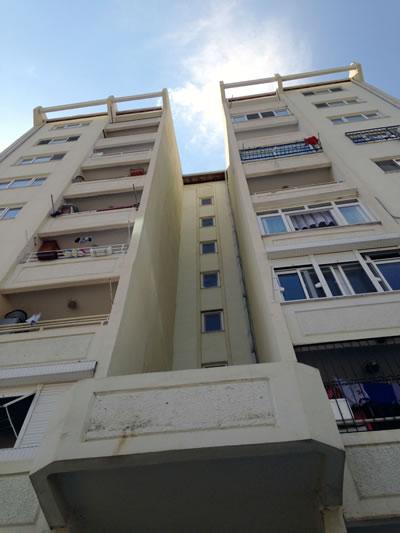 <p><strong>2.</strong> 2000 lerde inşa  edilen İzmir TOKİ Örnekköy Konutları, 2015.<br />  Fotoğraf: Kıvanç Kılınç</p>