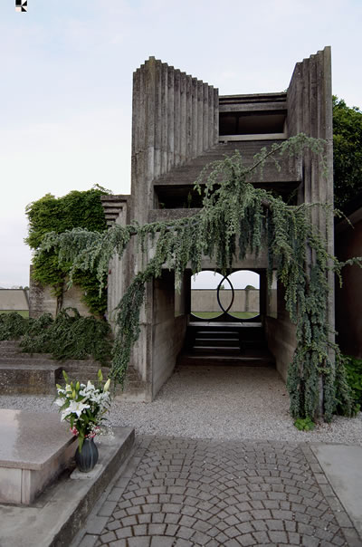 <p><strong>2.</strong> Tomba  Brion</a> Cemetery, Treviso, İ</a>talya,  1978. Mimar: Carlo Scarpa</a></p>