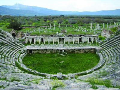 <p><strong>2. </strong>Tiyatro, MÖ 1.  yüzyılın 2. yarısında yapıldığı düşünülmektedir.</p>