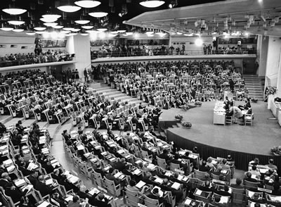 <p><strong>2. </strong>1972 Stockholm Konferansı açılış oturumundan genel  görünüm<br />Fotoğraf: Yutaka Nagata, United Nations Photodan alınmıştır.