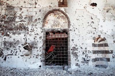 <p><strong>2.</strong> Kurşunlu  Camisi ve avlusundaki tarihî çeşmenin yıkıntıları </p>