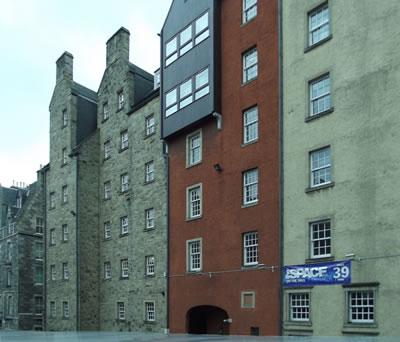 <p><strong>2.</strong> Edinburghdan bir renovasyon örneği.<br /> Fotoğraf: Bernard Kennedy</p>