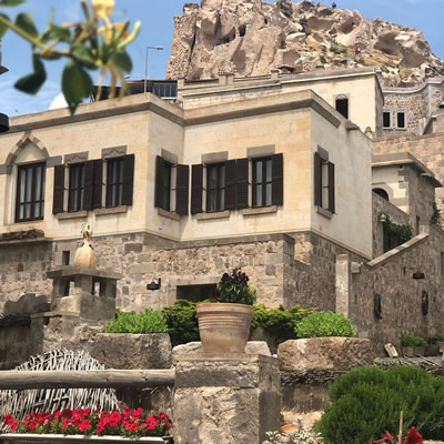 <p><strong>2.</strong> Manastır Konak adıyla kullanılan  konaklama birimi<br />   Kaynak: Argos in  Cappadocia arşivi, 2019</p>