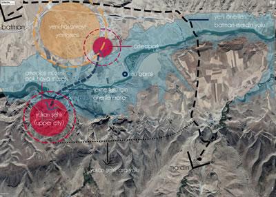 <p><strong>2.</strong> Yeni  Hasankeyf Yerleşimi, Arkeopark ve Ilısu Barajı Rezervuar Alanı, 2019<strong></strong><br /> Kaynak: Berçem Kaya</p>
