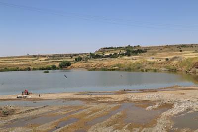 <p><strong>2.</strong> Yukarı Dicle  Vadisindeki kum ocaklarından Diyarbakır merkeze en yakın olanlarından birinin  görünümü<strong></strong><br />Kaynak: https://www.mezopotamyaekoloji.org/wp-content/uploads/2017/06/dyb-19-06-2017-dicle-nehri-kum-ocakari13.jpg