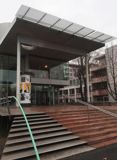 <p><strong>2. </strong>Alman  Posta ve İletişim Müze Binası ana giriş cephesi </p>