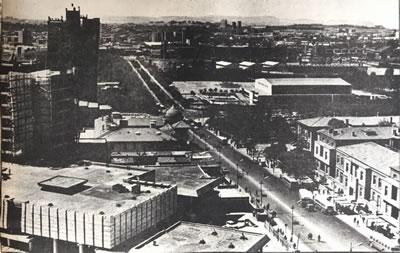 <p><strong>2.  100. Yıl Çarşısı inşaatı</strong> <br /> <strong>Kaynak:  50 Yıllık Yaşantımız 1923-1933, 1. 1975, Milliyet Yayınları, İstanbul, s.55.</strong></p>