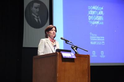 <p><strong>2. </strong>Mimarlar Odası Genel  Başkanı Deniz İncedayının açılış konuşması </p>