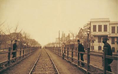"""2. İzmit Hamidiye (bugünkü adıyla """"Demiryolu"""") Caddesi ve tren yolu, 1898"""