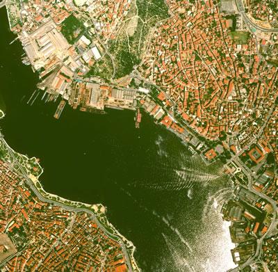 2. Haliç Tersaneleri uydu görüntüsü. (Kaynak: Google Earth)