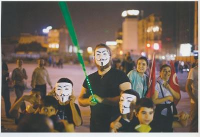 <p><strong>2.</strong> Maskeli Direniş Eylemcileri<br />(Kaynak: Çakmak, 2013)</p>