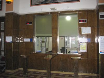 26. Ali Çetinkaya İstasyonu giriş kapıları ve gişe bölümü.