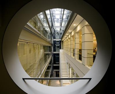 <p>2008 Ulusal Mimarlık  Ödülleri'nde Yapı Dalı Başarı Ödülü alan Koç Üniversitesi Anadolu Medeniyetleri  Araştırma Merkezi, Mimar: Fahrettin Ayanlar<br />  Kaynak: Mimarlar Odası  Genel Merkezi Arşiv</p>