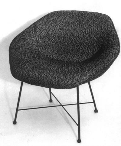 <p><strong>2.</strong> Altıgen Sandalye, 1964<br />  Kaynak:  Neptün Öziş</p>