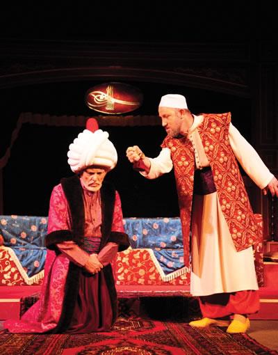 <p><strong>2. </strong>Hünkar  ile Mimar<strong></strong><br />  Kaynak: Devlet Tiyatroları  Belgeliği</p>