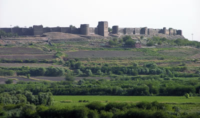 <p>Diyarbakır  Kalesi ve Hevsel Bahçeleri Kültürel Peyzajı<br />Kaynak: www.ekopangea.com/diyarbakirda-unesco-sevinci/ [Erişim: 25.07.2015]