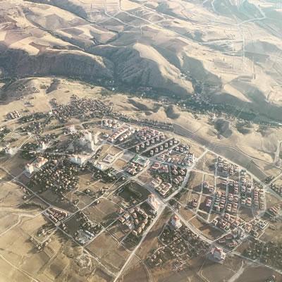 <p><strong>2a. </strong>Ankara çeperinden  kentsel alanlar ve çeper-merkez arası etkileşim <br />  Kaynak: Olgu  Çalışkan, 2019.</p>