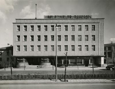 """<p><strong>2a. </strong>İlk kurulduğunda  kurumun adı """"Belediyeler Bankası"""" idi, 1945 yılında İller Bankası adını aldı.<br />  (Kaynak: İller Bankası Arşivi)</p>"""